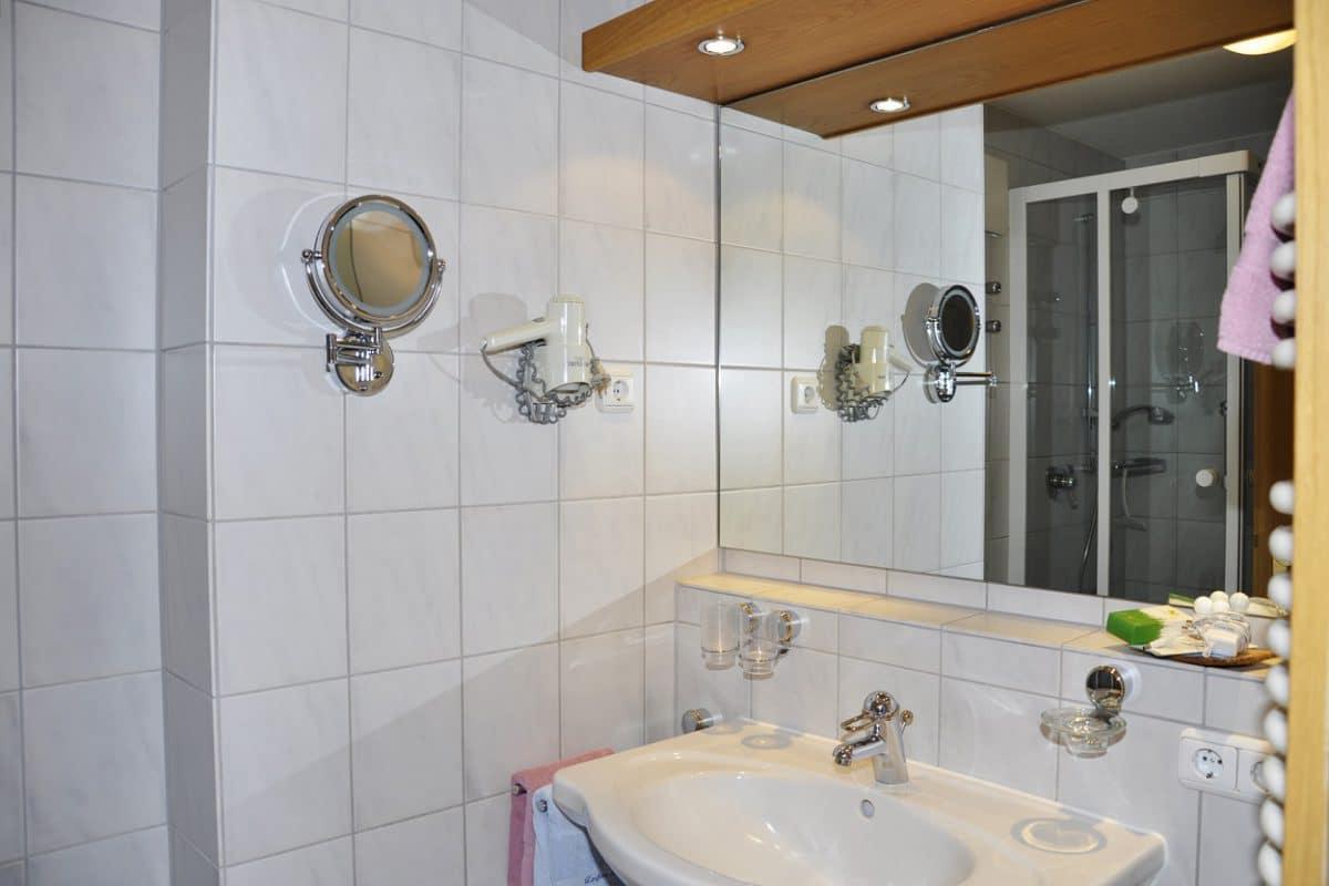 Badezimmer Ferienwohnung Schumpen | Landhaus Barbara