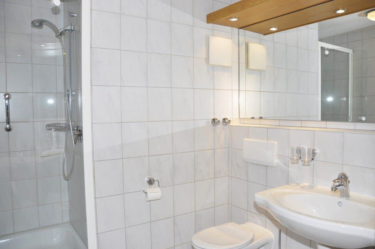Badezimmer Ferienwohnung Steinbock | Landhaus Barbara