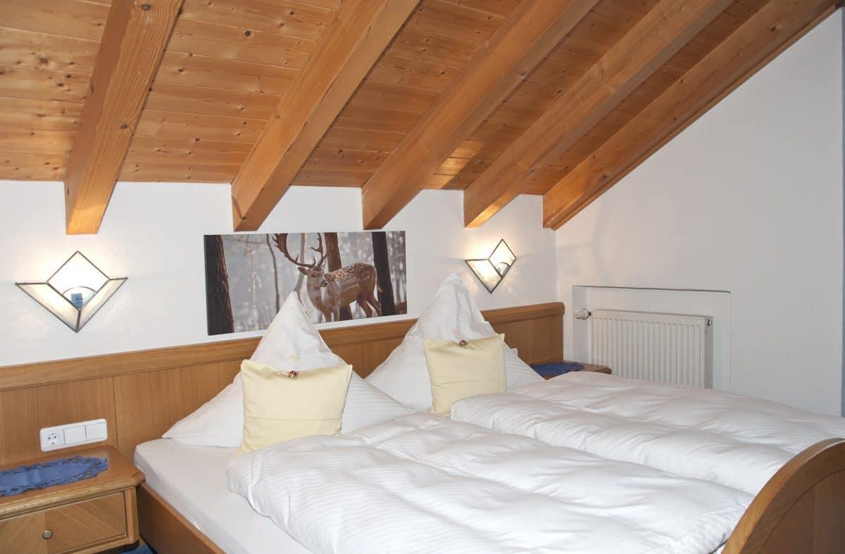 Schlafzimmer Ferienwohnung Rehbock | Landhaus Barbara