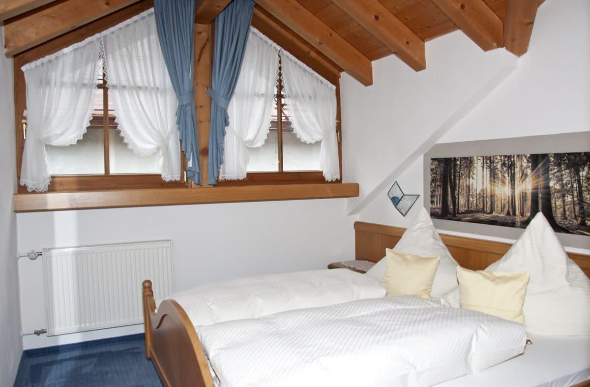 Schlafzimmer Ferienwohnung Hirsch | Landhaus Barbara